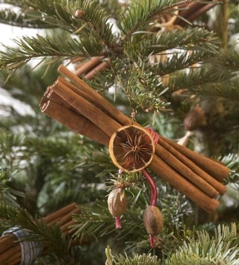 di natale,decorare l'albero con la cannella,pigne,come decorare ...